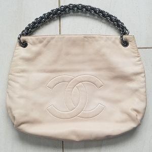CHANEL Cream & Gunmetal Chain CC Logo Leather Bag